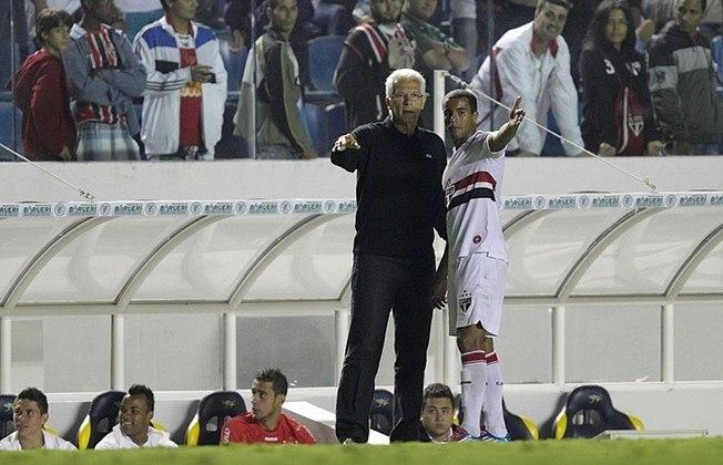 A última vez que o São Paulo conseguiu ganhar todos os jogos em uma mês foi nove anos atrás, em março de 2012, quando o time era treinado por Emerson Leão.