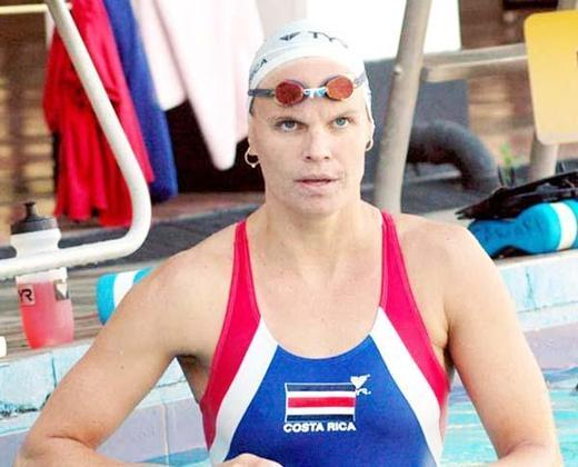A única medalha de ouro conquistada até hoje pela Costa Rica, país da América Central, foi obtida pela nadadora Claudia Poll. A atleta venceu a prova dos 200m livres nos Jogos de Atlanta, em 1996.