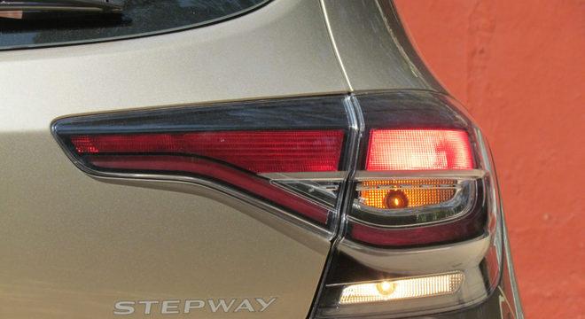 A versão 2020 do Stepway também recebeu lanternas alongadas / Luiza Kreitlon / Agência AutoMotrix