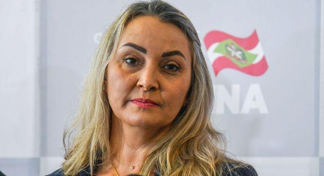 A vice-governadora de Santa Catarina, Daniela Reinehr, assume o governo do Estado