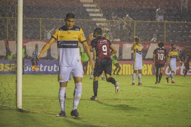 A vigésima sétima posição é do Criciúma, que sofreu 17 goleadas em 168 partidas no Brasileiro de pontos corridos.