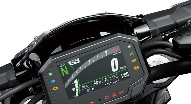 A Z 900 traz um belíssimo painel com tela TFT, de 4,3 polegadas / Divulgação
