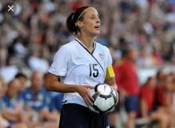 A zagueira Kate Sobrero foi três vezes medalhista olímpica no futebol. A norte-americana foi prata em Sydney 2000 e ouro duas vezes - nos Jogos de Atenas 2004 e Pequim 2008.