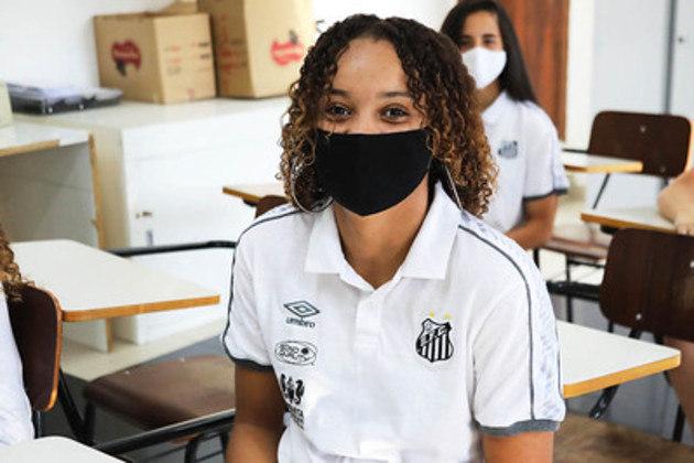 A zagueira Sassá segue mais um ano na Vila