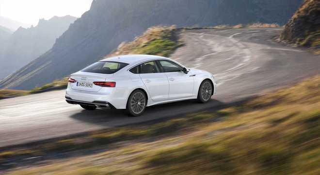 O A5 Sportback conta com alguns elementos introduzidos a partir da nova linguagem de design da Audi