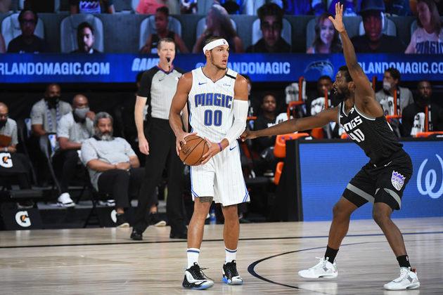 Aaron Gordon (Orlando Magic) contribuiu para a vitória de sua equipe por 132 a 116 sobre o Sacramento Kings na noite de domingo. Gordon obteve 22 pontos e cinco rebotes, convertendo as três cestas de três que tentou. Tudo isso em apenas 24 minutos de ação