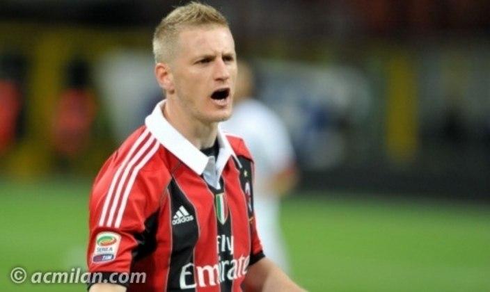 Abate, lateral-direito, encerrou seu contrato com o Milan e está sem clube. Disputou a Copa de 2014 pela seleção italiana. Seu valor de mercado, de acordo com o Transfermarkt, é de 800 mil euros (cerca de 4,8 milhões de reais).