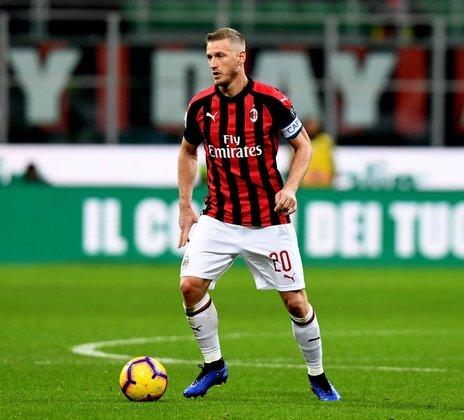 Abate, lateral-direito que jogou no Milan por dez temporadas, de 2009 a 2019, está sem clube desde que saiu da equipe. Seu valor de mercado é de 800 mil euros (cerca de 5,2 milhões de reais), de acordo com o Transfermarkt.