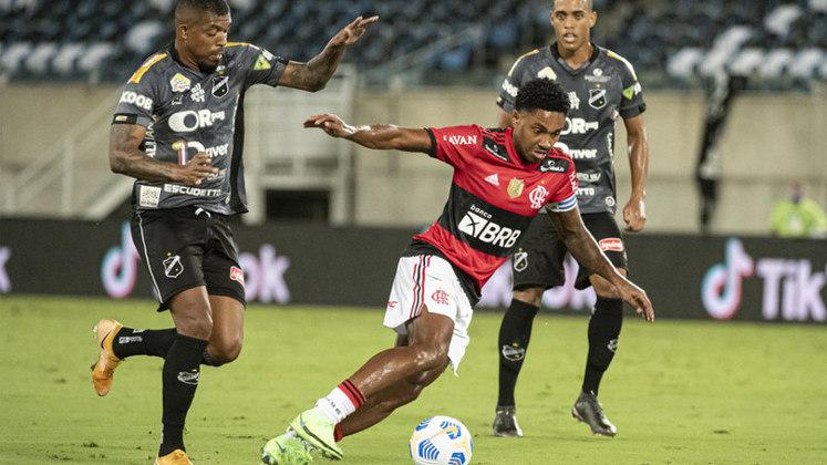ABC - SOBE: O goleiro Welington fez boas defesas e impediu um novo placar elástico do Flamengo.   DESCE: O sistema ofensivo não funcionou e praticamente não levou perigo ao gol de Gabriel Batista.