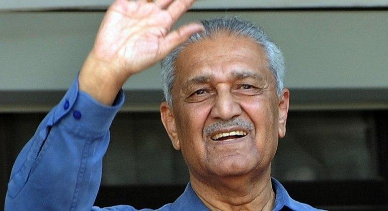 Abdul Qadeer Khan, o pai da bomba atômica no Paquistão, morreu aos 85 anos
