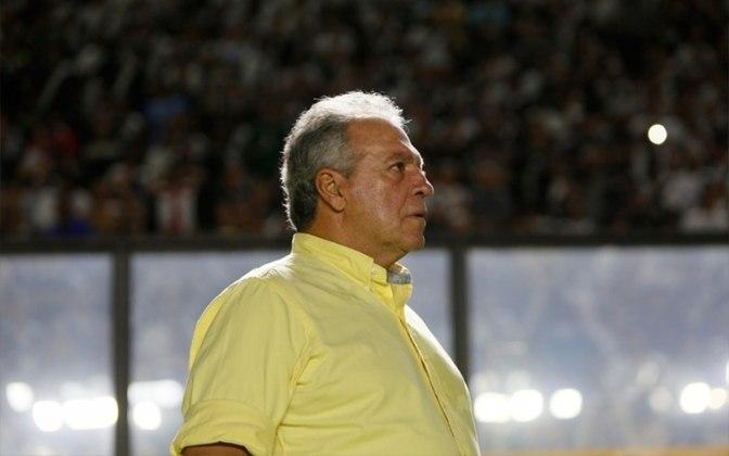 Abel Braga - Treinador do Vasco nos primeiros três meses de 2020, jogou com a Cruz de Malta na década de 1970.