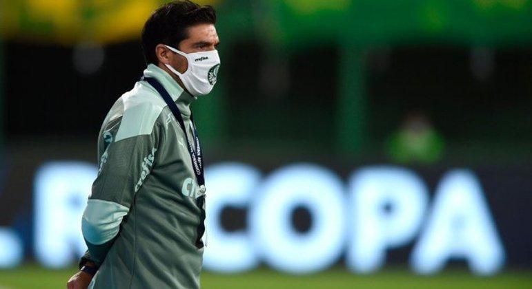 Abel Ferreira e auxiliar do Palmeiras são punidos por causa de expulsões na Supercopa; confira
