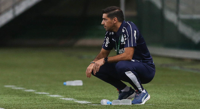 Abel ajudou o time de Gallardo. Encolheu demais o Palmeiras. Passou enorme sufoco