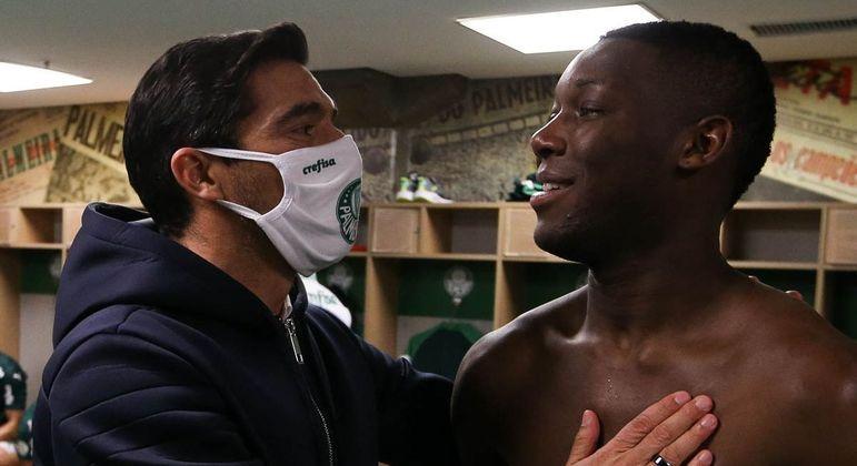 Abel Ferreira sabe que Daniel Alves vai tentar. Alertou 'seus meninos'