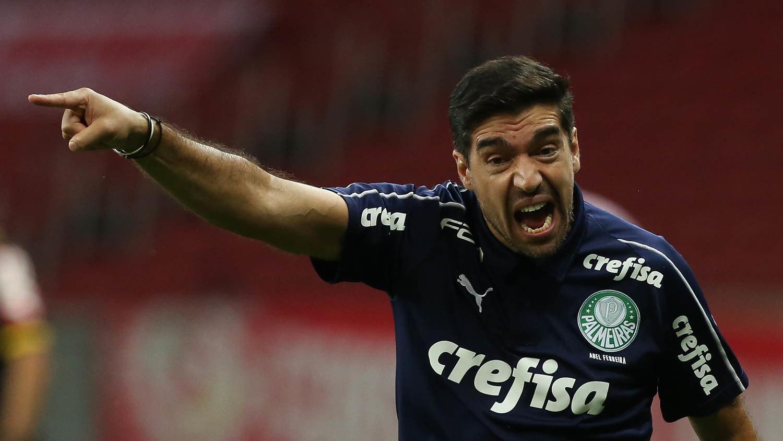 Abel Ferreira irritado, gritando, percebendo o Inter travando o Palmeiras