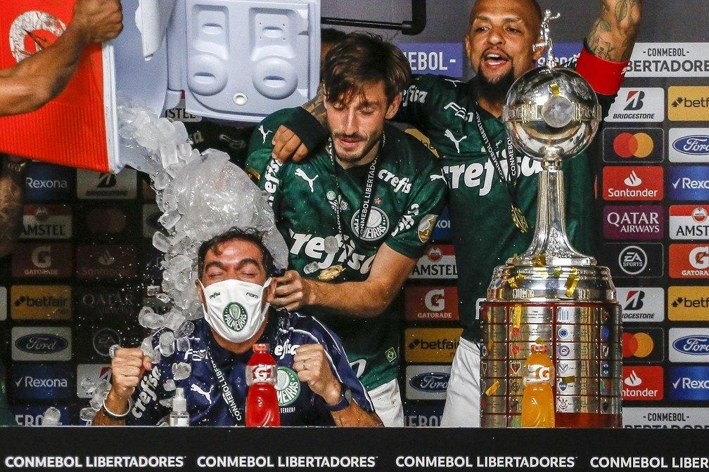 A alegria da conquista da Libertadores já se dissipou. As derrotas nas três finais pesam