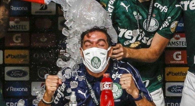 Muito tenso, Abel Ferreira sabe o quanto o Palmeiras precisa vencer hoje