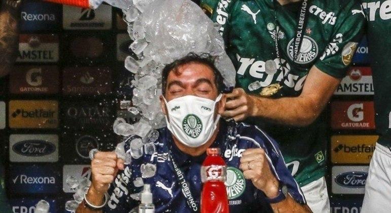Abel Ferreira aproveitou o céu nas duas conquistas. Mas acumula decepções na atual temporada