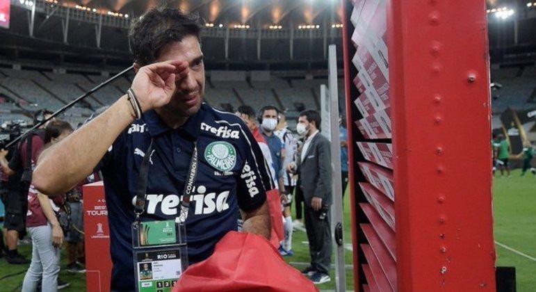 Abel Ferreira chorou muitas vezes depois de conquistar a Libertadores da América