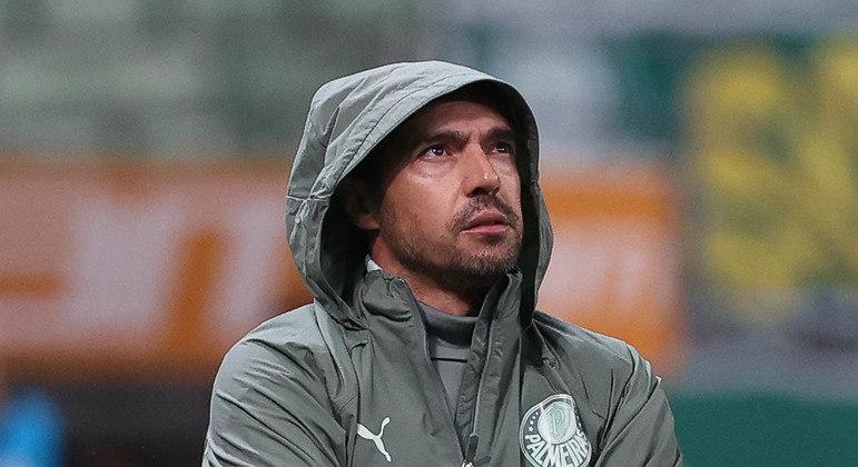 Abel Ferreira fez questão de orientar o time ontem. Poderia ter colocado um auxiliar