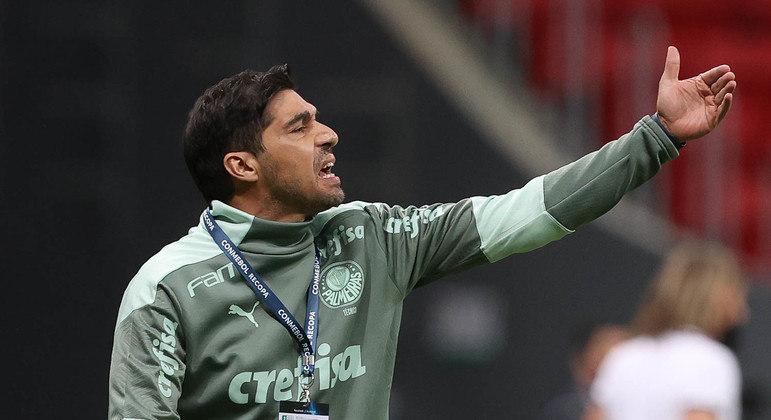Abel Ferreira desviou o foco da derrota para o Flamengo. E atacou a imprensa que o critica
