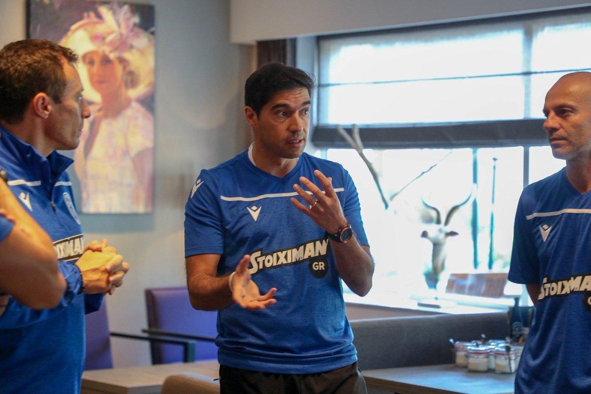 Abel Ferreira teve a missão de remoçar o elenco do PAOK. Exagerou e sabotou o ambiente