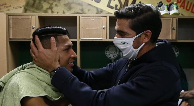 """Abel Ferreira, humilde, celebra primeira final no Brasil. """"O trabalho foi coletivo"""""""