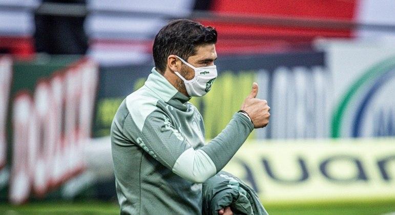 Abel Ferreira valoriza reação do Palmeiras no estadual e força do elenco