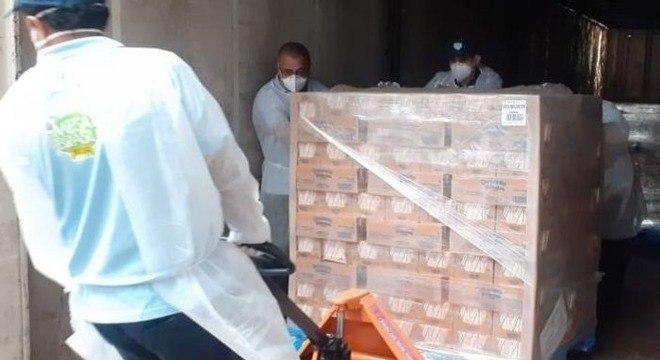 Doações de alimentos sendo feita pelo Brasil