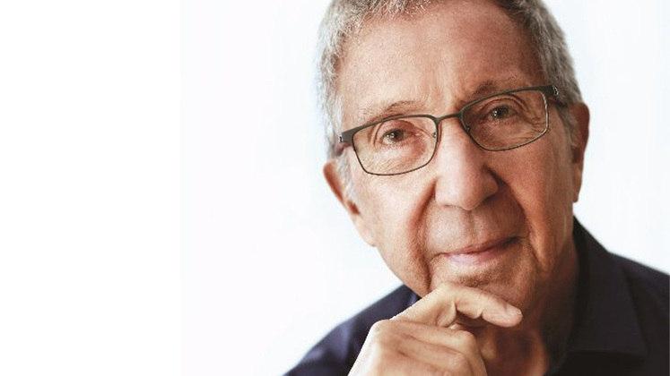 Abílio Diniz, 84 anos – Fortuna estimada em 2,8 bilhões de dólares – Torcedor do São Paulo – Fonte da riqueza: Grupo Pão de Açúcar, Carrefour e BRF – 24º colocado na lista de pessoas mais ricas do Brasil, segundo a revista Forbes.