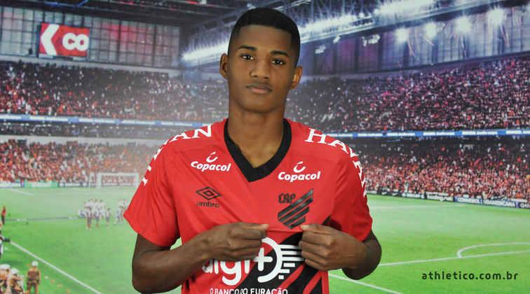 Abner (20) - Athletico - Valor atual: 4 milhões de euros - +300% - Diferença: 3 milhões de euros