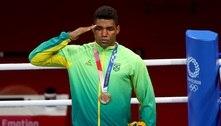 Boxe: Abner Teixeira recebe a medalha de bronze em Tóquio