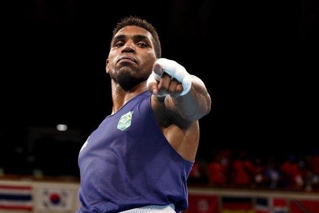 Abner Teixeira, também do boxe, faz a sua semifinal, às 6h50. Se perder, lembrando, já garante o bronze. Se passar, disputará o ouro.