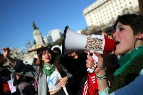 Debate sobre aborto tem movimentado ruas do país