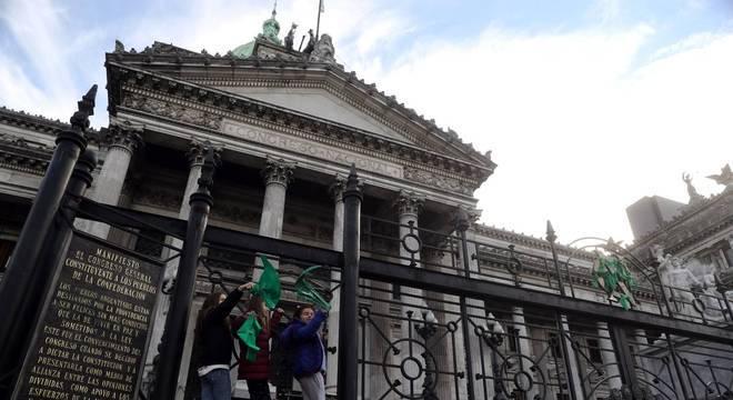 Uma vigília vai acontecer em frente ao Congresso argentino durante a votação