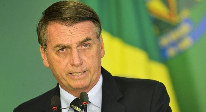 Resultado de imagem para Bolsonaro bate martelo sobre idade mínima na reforma da Previdência