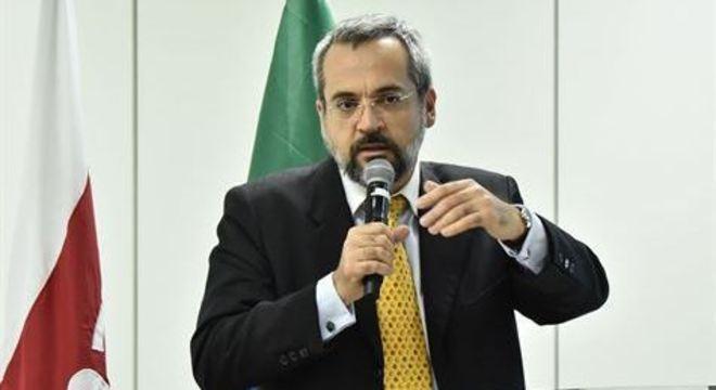 Ministro da educação, Abraham Weintraub, não descarta novos cortes