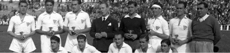 Abrindo a galeria, estão três times, que possuem, cada um, um título da La Liga. São eles: Betis (1934/35), Sevilla (1945/46) (foto) e La Coruña (1999/2000).