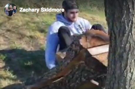Ele fez equipamentos de madeira