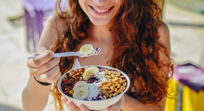 Açaí: mitos e verdades sobre o consumo da fruta para a saúde