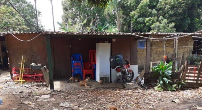 Ação do GDF multa invasores que construíram dentro da unidade de conservação Parque Ecológico do Gama.