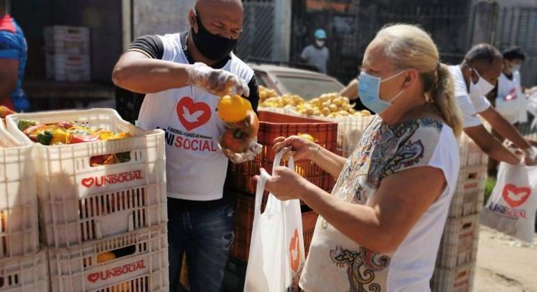Família sem renda são atendidas pelo projeto Feira Social