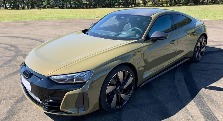 RS e-tron GT traz visual interessante de um sedã cupê com dianteira agressiva