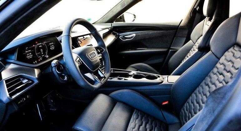 RS e-tron GT traz interior com bastante personalidade para a proposta esportiva