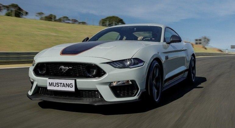 Ronco do Mustang encoraja a acelerar mas se mostra mais preciso em curvas fechadas graças ao novo ajuste
