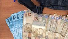 Homem acha pochete com R$ 1.145 em metrô de SP e devolve ao dono