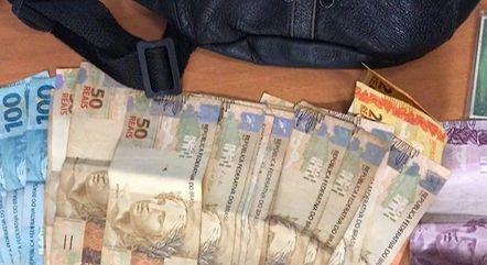 Dentro da bolsa havia R$ 1.145
