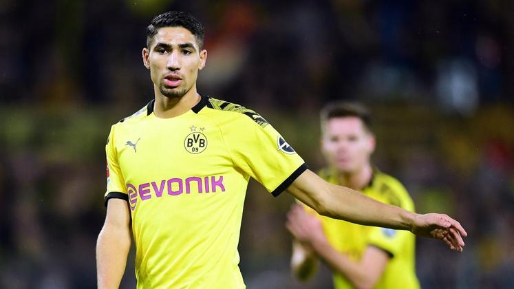 Achraf Hakimi, que estava no Borussia Dortmund, será jogador da Inter de Milão. O lateral pertencia ao Real Madrid, mas foi vendido aos italianos.