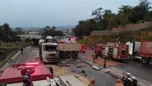 Acidentes com carretas no Anel Rodoviário travam trânsito em BH