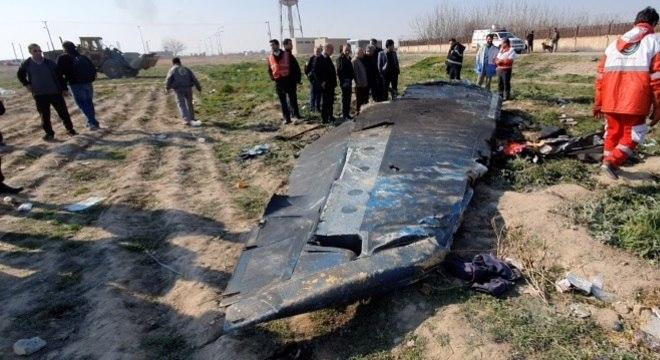Boeing 737-8-- caiu pouco após decolar de Teerã, com 176 pessoas a bordo